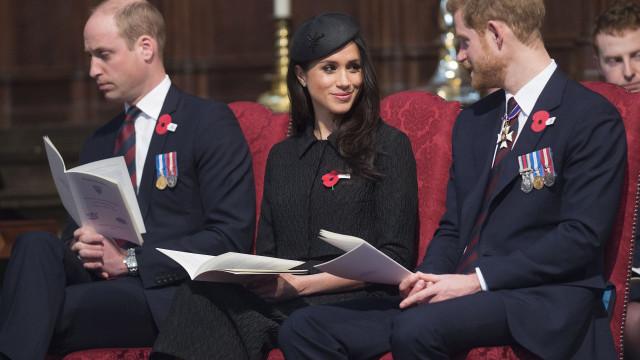 Após ser pai pela terceira vez, William (quase) adormece em cerimónia