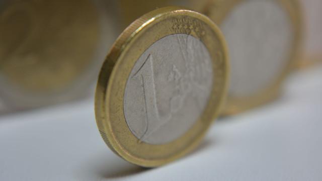 Euro cai pela terceira sessão consecutiva
