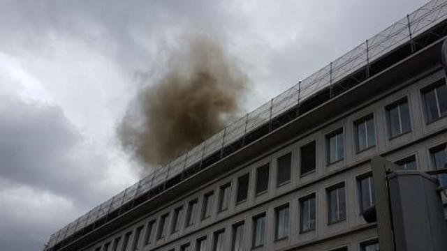 Incêndio deflagra na sede do banco UBS em Zurique