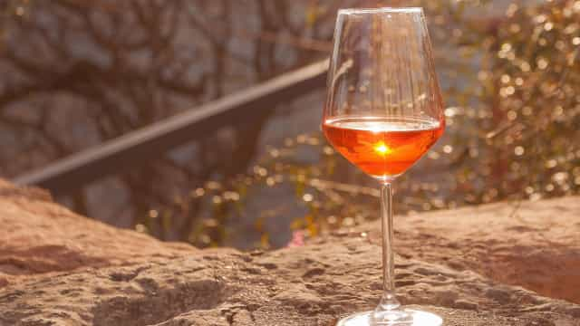 Vinho laranja pode ser a novidade que as tardes de verão precisam