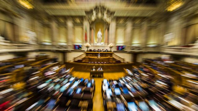 Atualização dos escalões do IRS chumbada no Parlamento