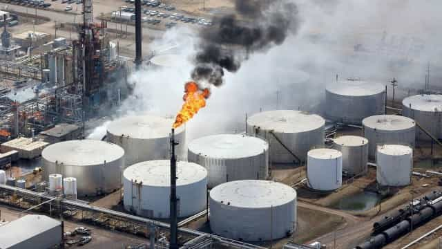 Número de feridos em explosão de refinaria nos EUA sobe para 11