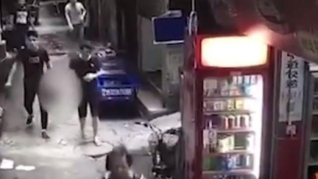 Decapitou mulher e andou com a sua cabeça pela rua