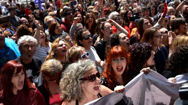 Protestos em Espanha contra a libertação condicional de grupo 'La Manada'