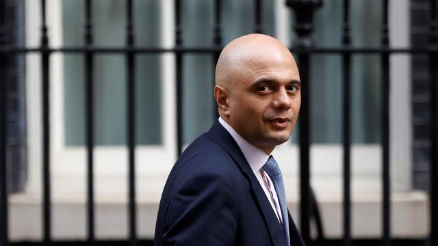 Ministro britânico assina ordem de extradição de multimilionário indiano
