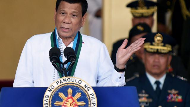 Duterte ameaçou de morte 100 polícias acusados de corrupção