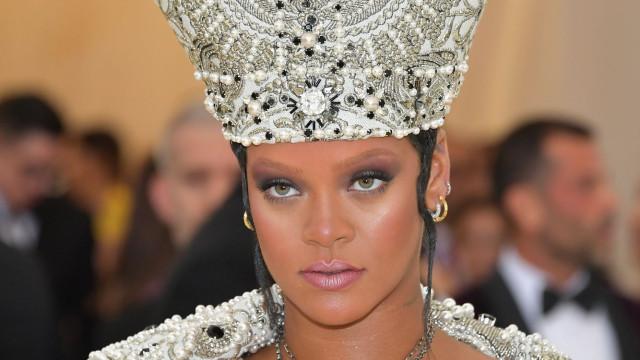 Rihanna recria tutorial de maquilhagem que usou em 'Wild Thoughts'