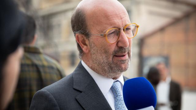 """Táxis: Ministro do Ambiente rejeita recuar na lei. """"Mal fora"""""""
