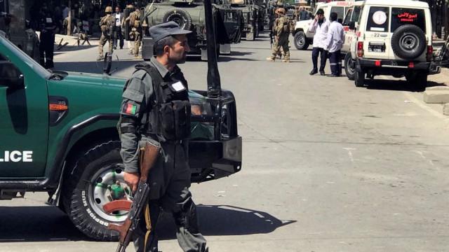 Número de polícias mortos em ataque no Afeganistão sobe para 19