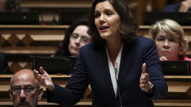 """""""Não seria elegante"""" comentar crise no PSD. A sua preocupação """"é o CDS"""""""