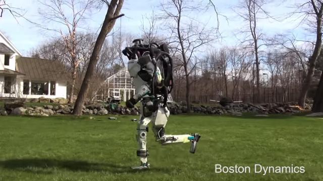 Novo vídeo mostra que robot da Boston Dynamics já sabe correr e saltar