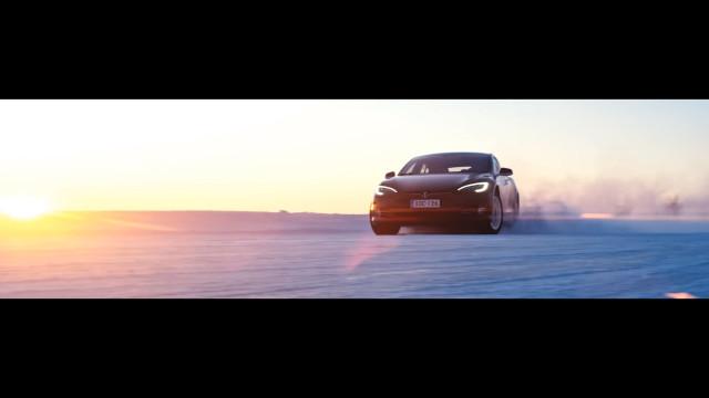 Vídeo da Tesla mostra Roadster, Semi e… carro mistério?