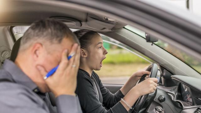 Pessoas com mais estudos chumbam mais no exame de condução