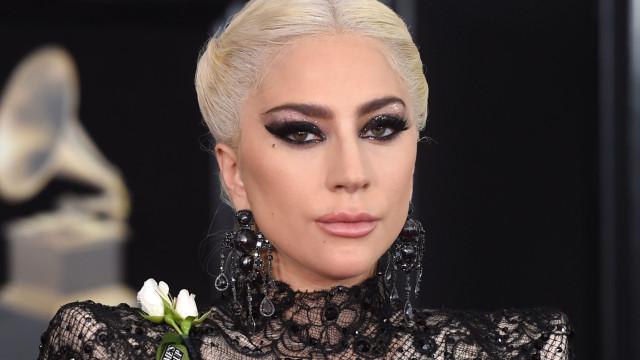 Lady Gaga posa completamente nua nas redes sociais