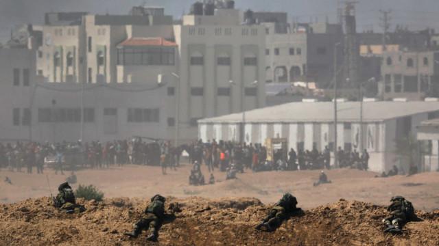 Disparos de tropas israelitas ferem dezenas de palestinianos em Gaza