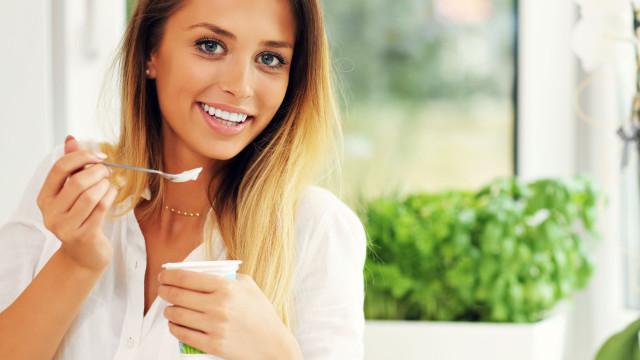 Comer um iogurte por dia combate aparecimento destas doenças, diz estudo