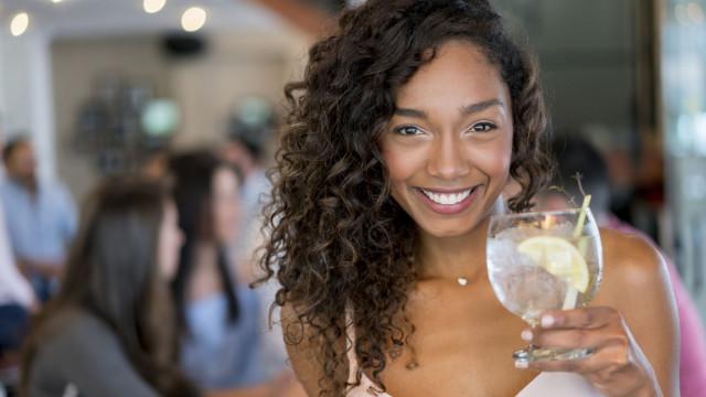 Como preparar o gin tónico perfeito (Porque são cinco da tarde algures)