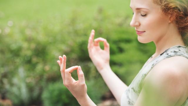 Há aulas de yoga no jardim da Alameda
