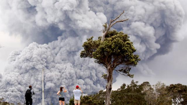 """EUA emitem alerta vermelho para """"erupção vulcânica iminente"""" no Havai"""