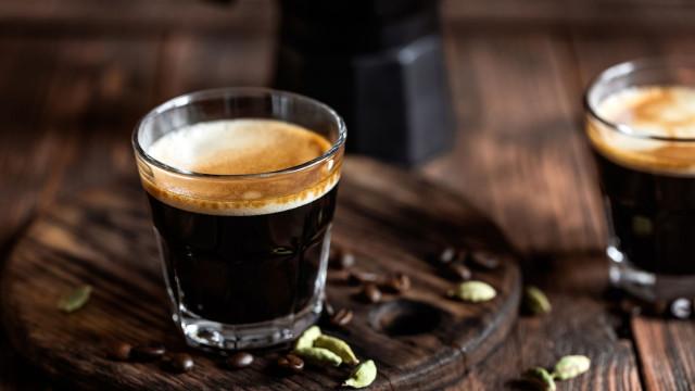 Não prescinde do café? Há formas de o tornar ainda mais saudável