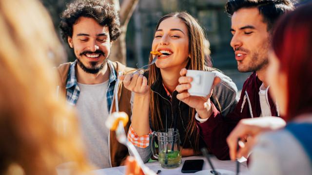 Atenção! Aquilo que come pode estar a afetar o tamanho do seu cérebro