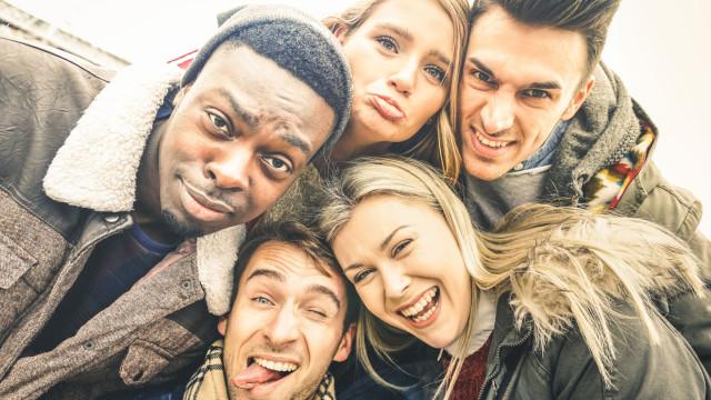 Apenas metade dos seus amigos gosta realmente de si… diz a ciência