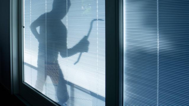 Vigiavam vítimas e tiravam informações dos hábitos para roubarem casas