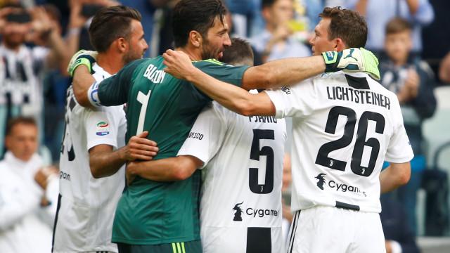 O momento mais emotivo: Buffon é substituído e diz 'adeus' à Juve