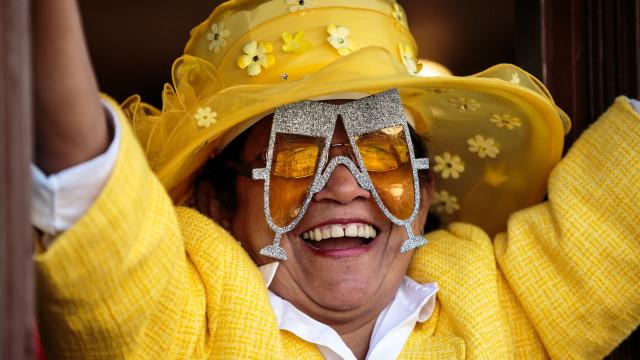 Os looks mais bizarros dos fãs da família real britânica