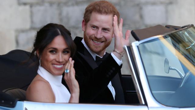 Harry e Meghan 'apanhados' pela primeira vez após casamento