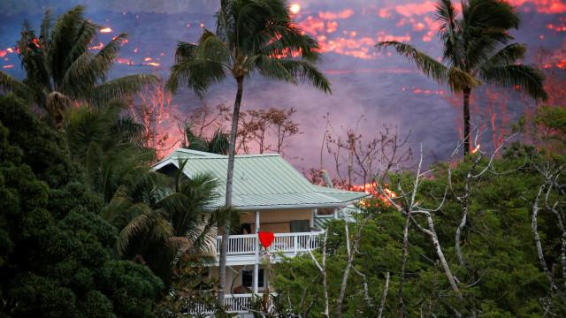 """Vulcão Kilauea faz primeiro ferido. """"Destroçou a parte inferior da perna"""""""