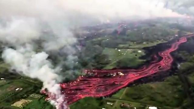 Impressionante vista aérea de corrente de lava do vulcão Kilauea
