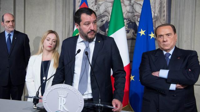Itália reitera fecho dos portos a ONG e exige solidariedade europeia