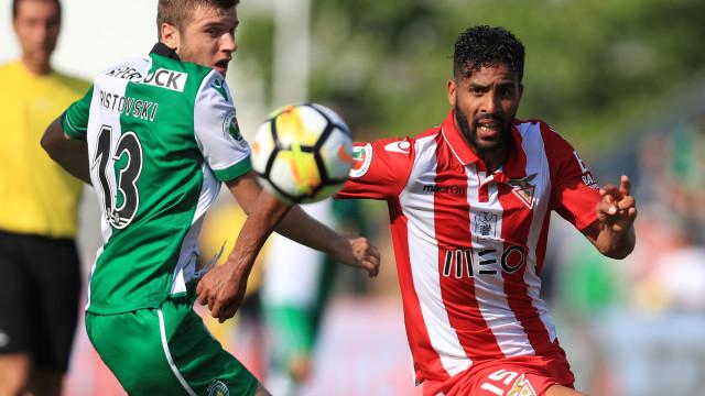 [1-0] Aves-Sporting: Jesus mexe. Sai William e entra Montero