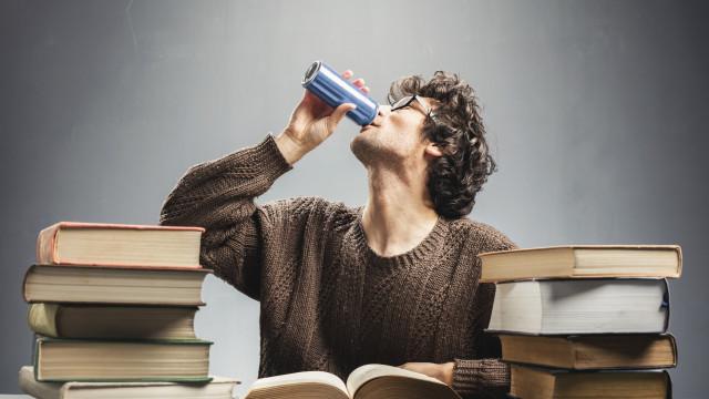 Bebidas energéticas afetam mais jovens do que adultos