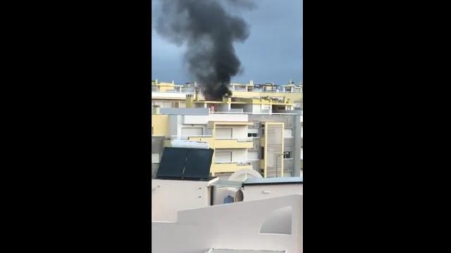 Incêndio deflagra em prédio em Cascais