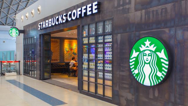 """Starbucks muda regras: """"Qualquer pessoa é cliente, mesmo sem comprar"""""""