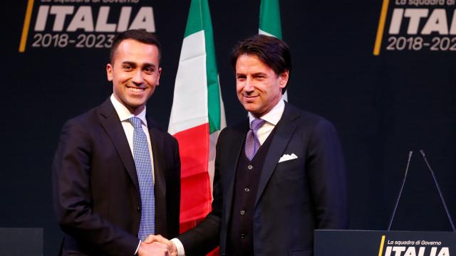 M5S e Liga propõem jurista Giuseppe Conte para primeiro-ministro
