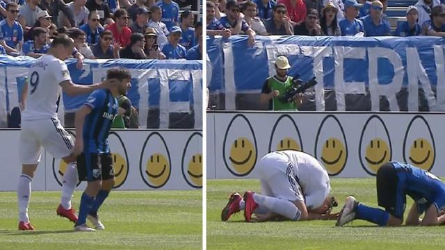 Ibrahimovic foi pisado por adversário e respondeu com... uma chapada