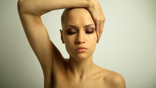 """""""A reprovação, o julgamento e os olhares"""": Ser mulher e não ter cabelo"""