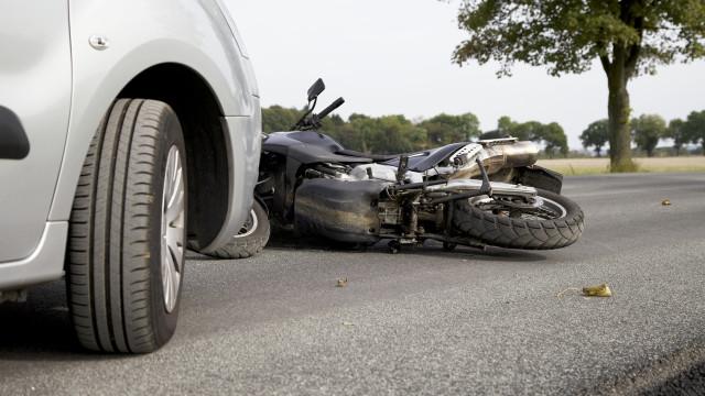 Acidente entre veículo ligeiro e motociclo faz um ferido grave em Moura
