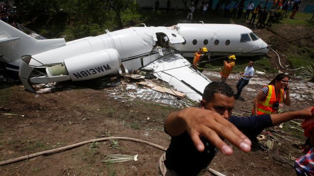 Queda de avião privado nas Honduras faz pelo menos seis feridos