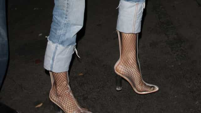 Sapatos de plástico: Se está a pensar aderir à tendência, mude de ideias