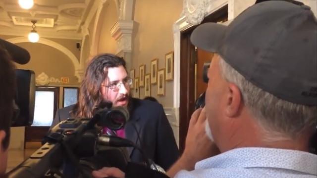 Pais levam filho de 30 anos a tribunal para o fazer sair de casa