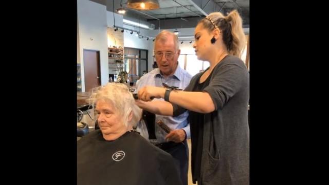 Inscreve-se em curso de cabeleireiro e prova amor à mulher