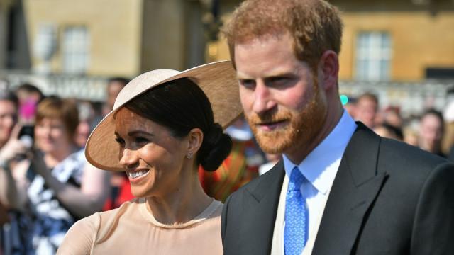 Meghan Markle 'brilha' no primeiro casamento como membro da família real