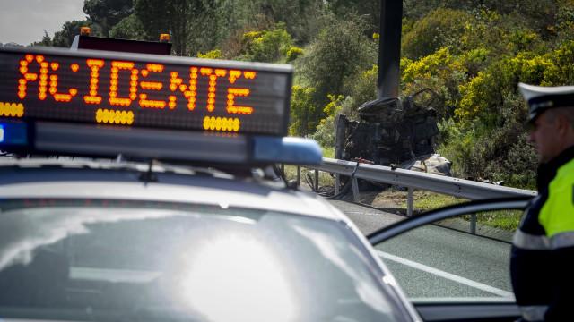 Santarém: Despiste na A1 condiciona trânsito. Há um bebé ferido