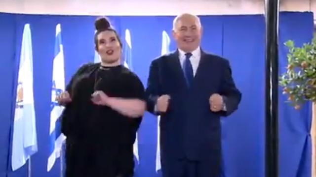 Netanyahu faz a dança da galinha com a vencedora da Eurovisão