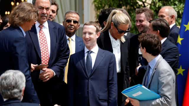 "Zuckerberg acusado de criar ""esquema malicioso"" para explorar dados"