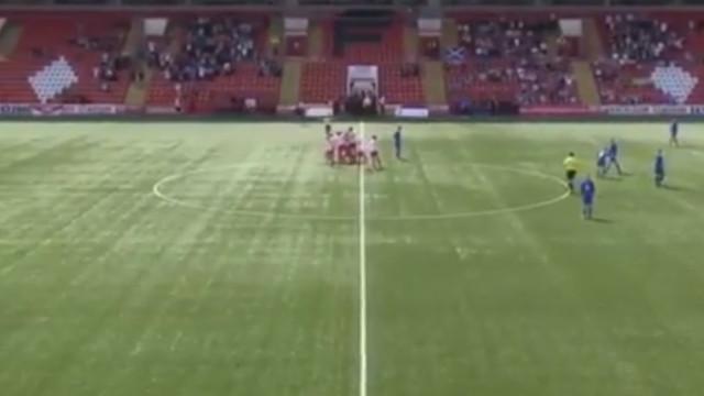 Vai já daqui: Sub-14 escocês marca golo 'supersónico'... do meio-campo